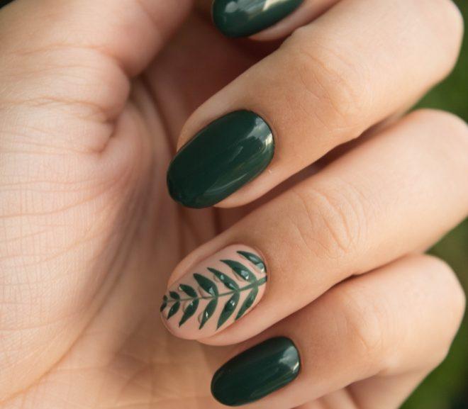 Vrouwen kunnen niet zonder make-up voor hun nagels